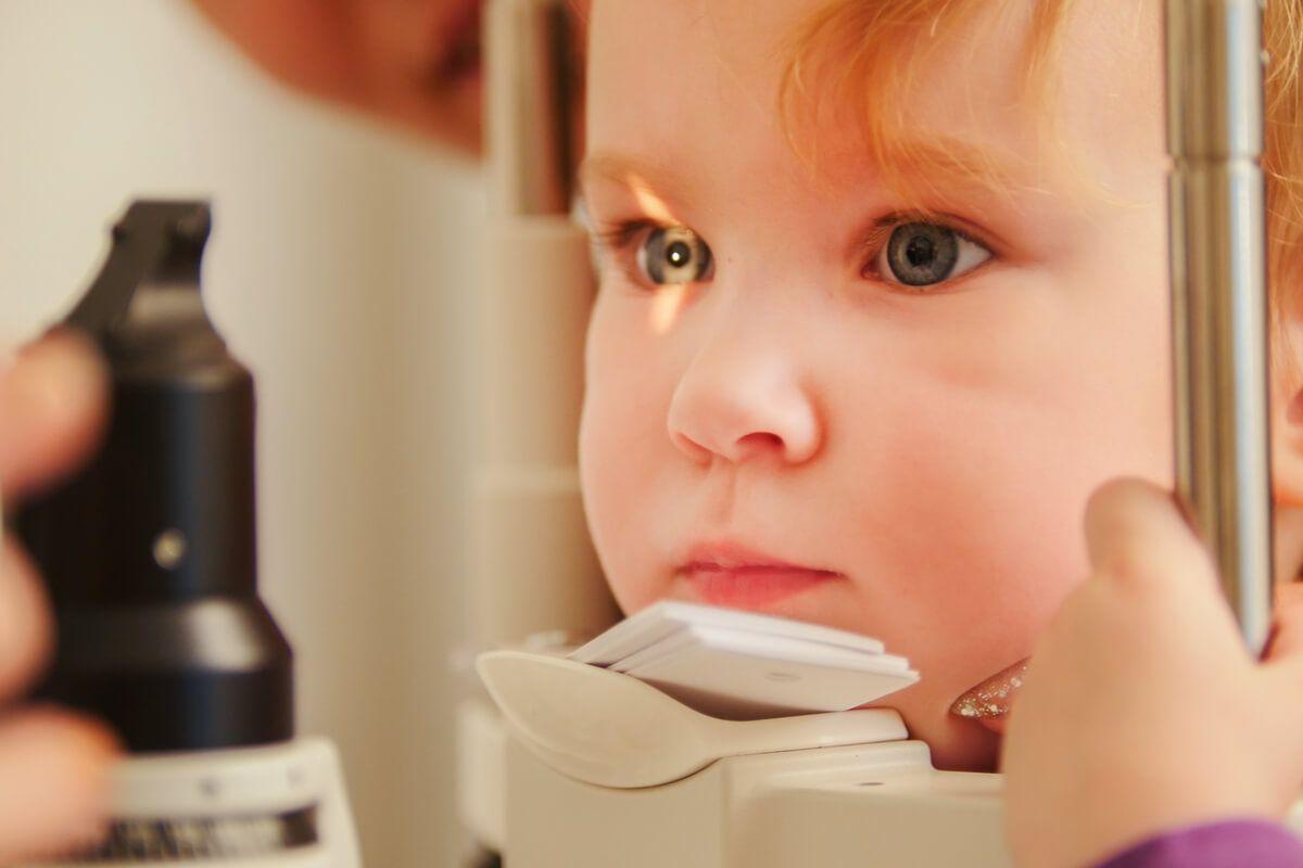 Hipermetropie la copii – Prezentă de la naștere sau dobândită?